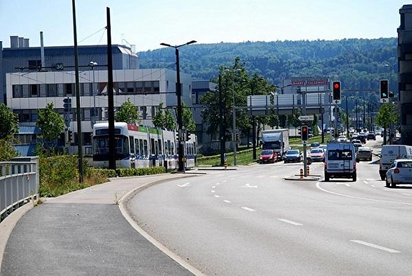 Glattalbahn und Verkehrsachse