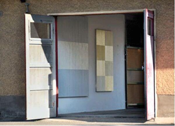 Eine Installation im alten Feuerwehrgebäude auf dem in Dübendorf, Schweiz, 2012