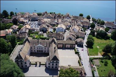 Le château et le bourg de Coppet