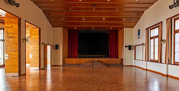 Photo de l'intérieur de la salle communale