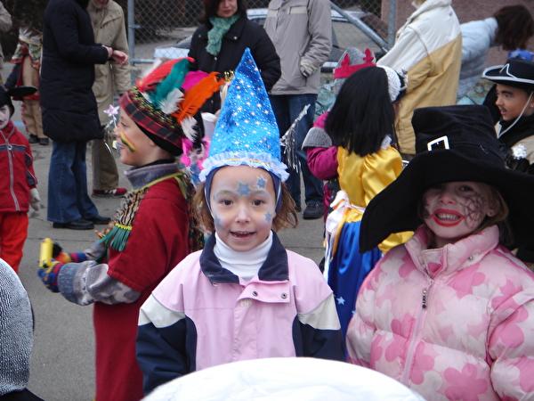 Zauberin an der Kinderfasnacht 2006