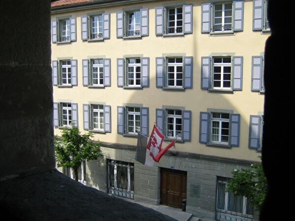 Bâtiment administratif vu depuis le château