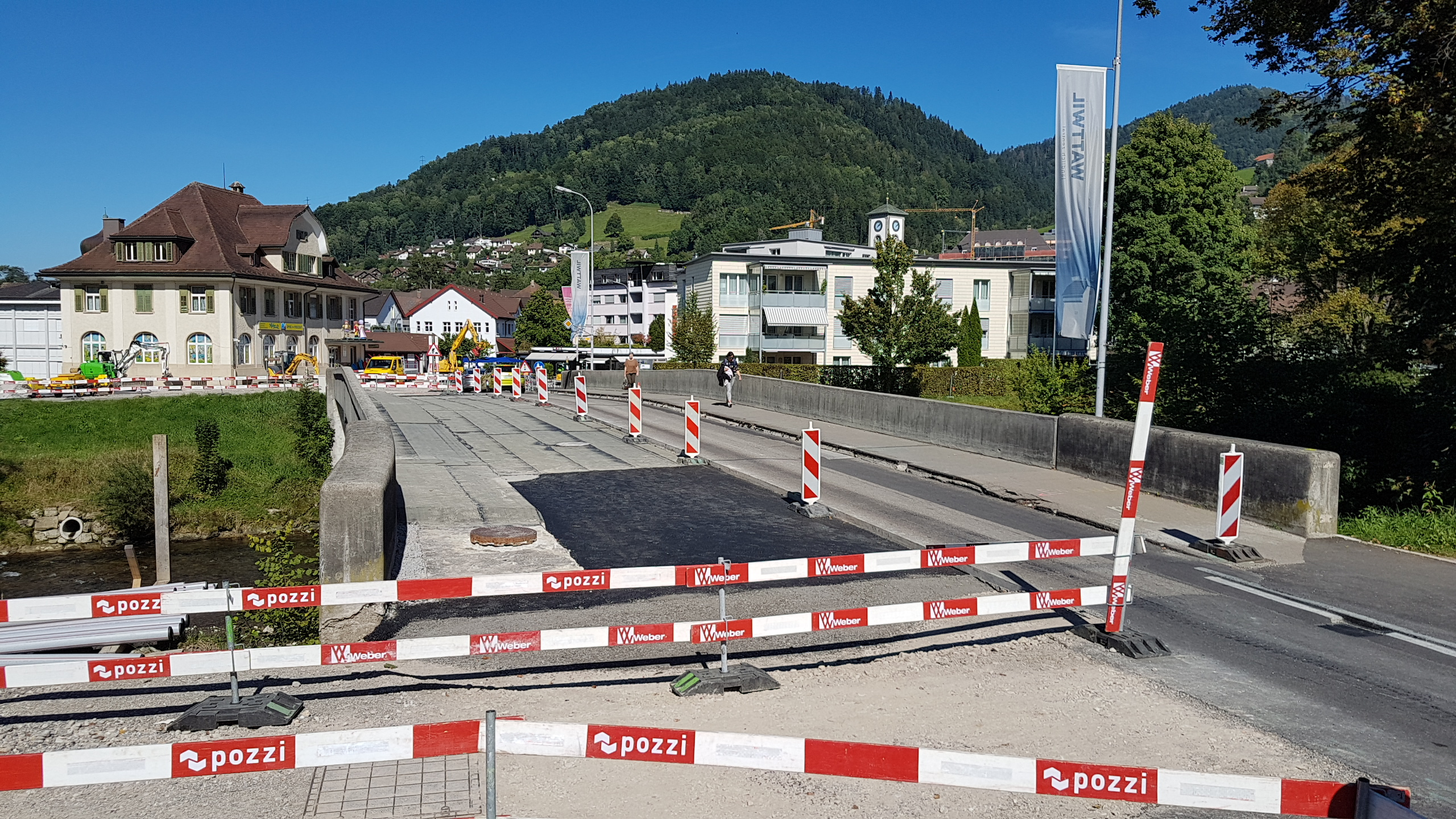 Um die Erosion der historischen Postbrücke zu stoppen, erhält diese eine neue Abdichtung.