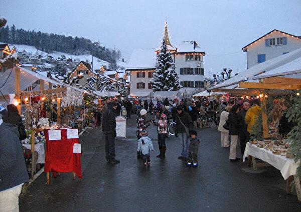 Auf dem Bild sieht man den Weihnachtsmarkt