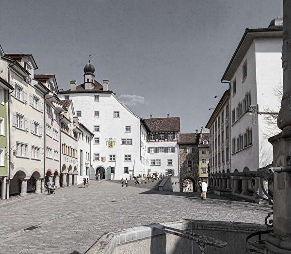Hofplatz mit Freitreppe