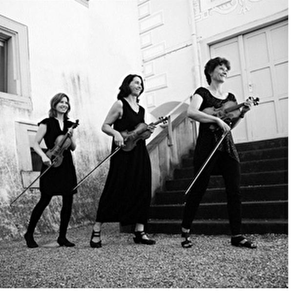 Musiker vor dem Baronenhaus