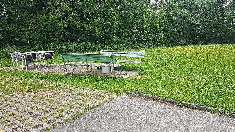 Vorplatz / Spielwiese Reuttistrasse 8-14