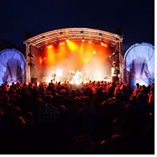 Bühne bei Nacht