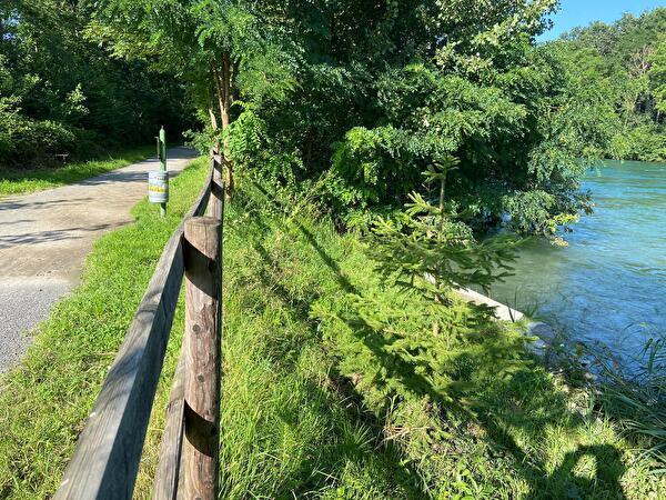 Die Absperrung des Planetenwegs/Gehwegs entlang der Reuss wird aufgehoben. (Bild: zvg)