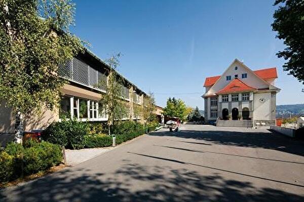 Schule Dorf