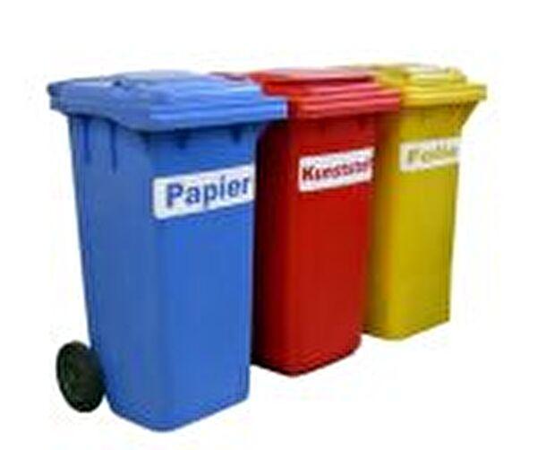 Verschiedenfarbige Müllkontainer für die Abfalltrennung