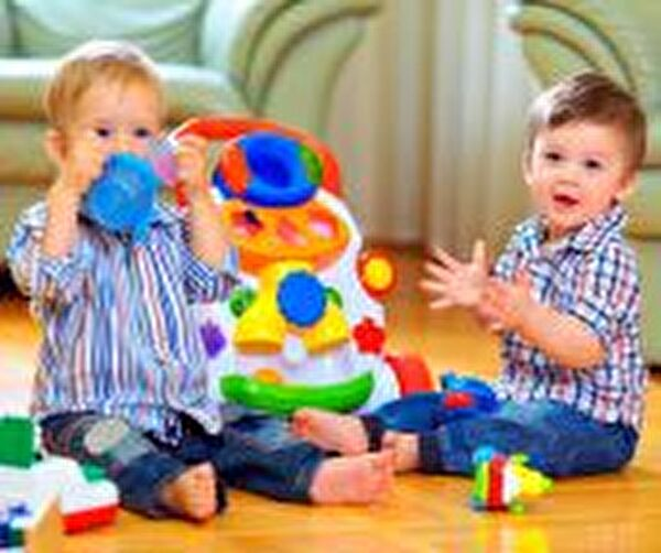 Kleinkinder am Spielen