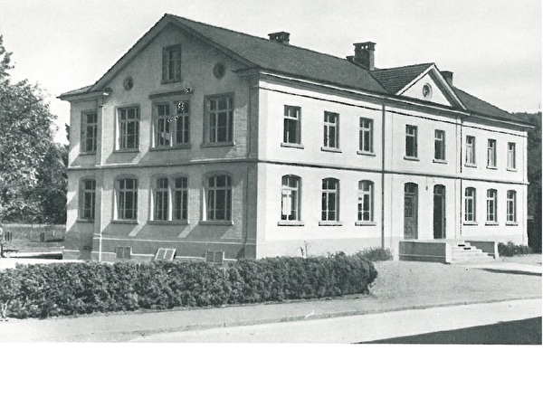 ehemaliges Sekundarschulhaus, erweitert 1900