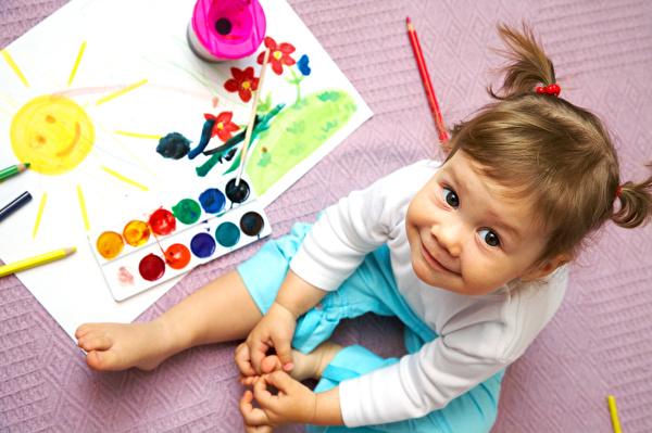 Grafik von Kinder mit Betreuungsperson