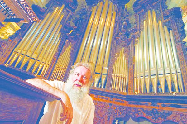 Wolfgang Sieber ist Hof-und Stiftsorganist in der Kirche St. Leodegar in Luzern. Am Sonntag, 19. September, spielt er in der evang. Kirche Amriswil.