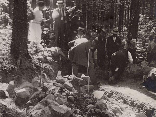 Ausgrabung Zigiholz Besucher 1926