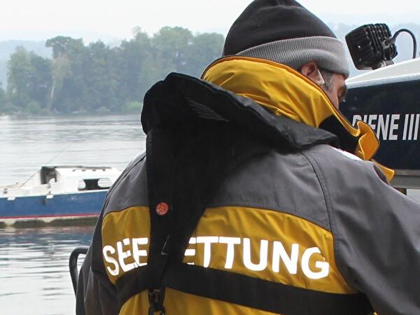 Seeretter mit Einsatzbekleidung