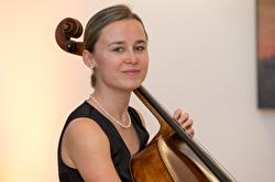 Frau mit Cello