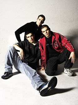 Drei Breakdancer posieren