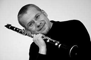 Mann mit Klarinette