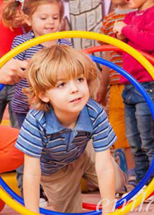 Kind mit Ringen