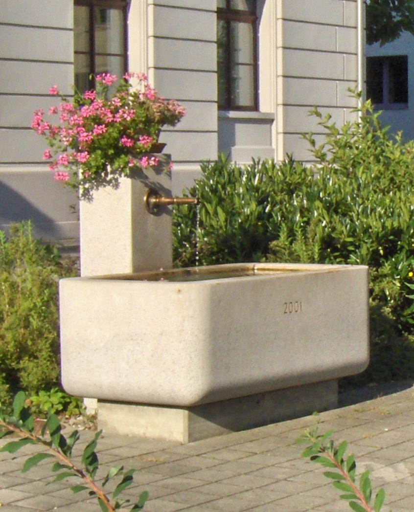 Brunnen Dorfzentrum.jpg