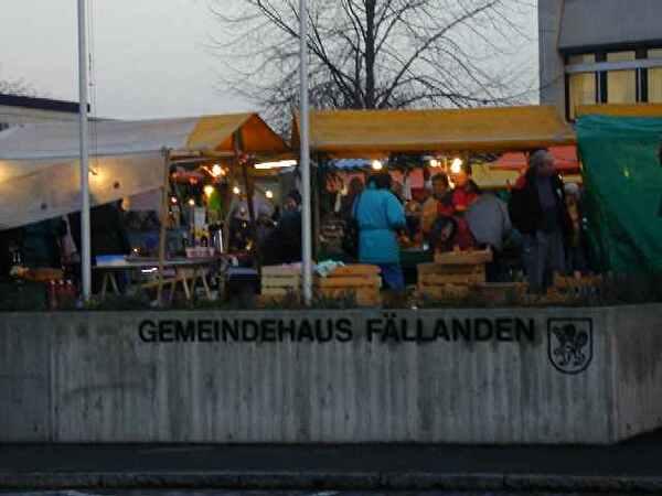 Weihnachtsmarkt auf dem Gemeindehausplatz