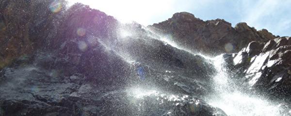 Wasserfall im Gegenlicht