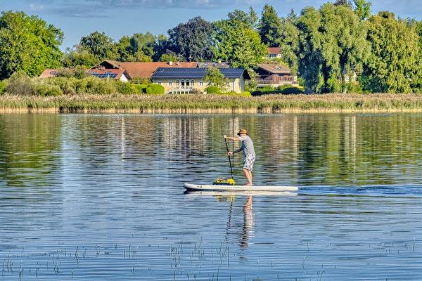 Stand-UP Paddler auf dem See