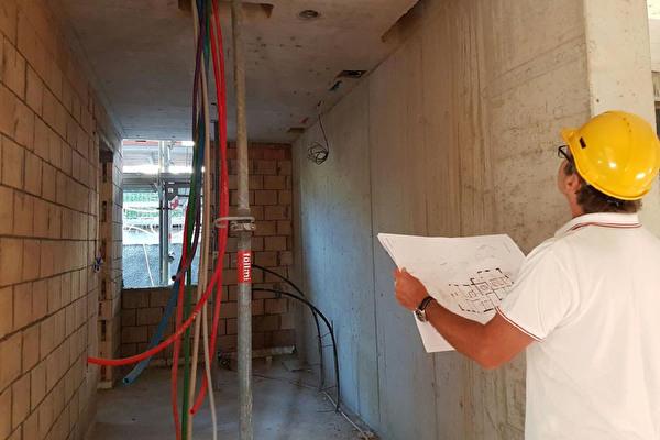 Baupolizist an der Arbeit