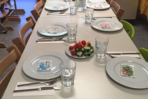 Gedeckter Mittagstisch im Hort