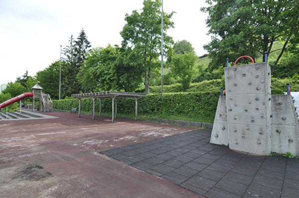 Spielplatz Schulhaus Sonnenberg