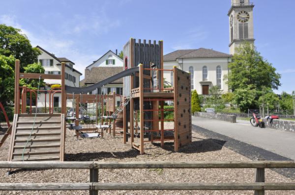 Spielplatz Schulhaus Oeggisbüel