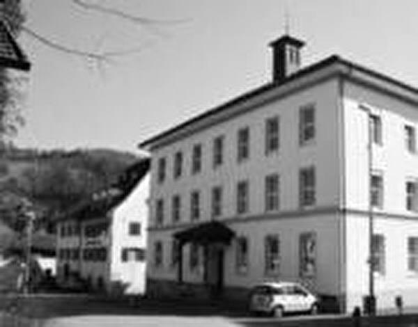 Foto vom Schulhaus Mitteldorf
