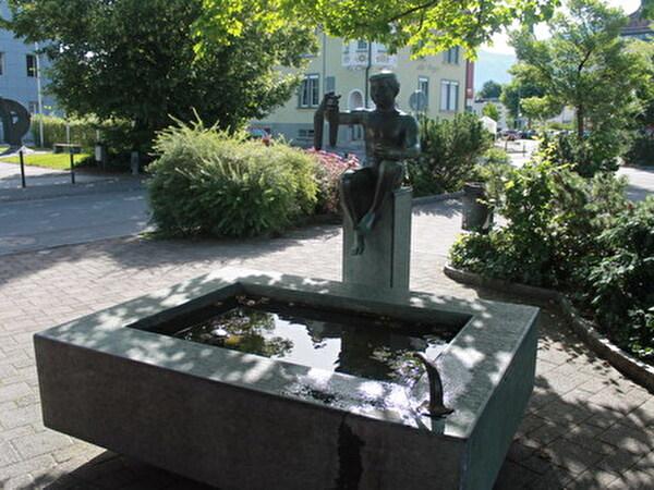 Lukasbrunnen auf dem Dorfplatz