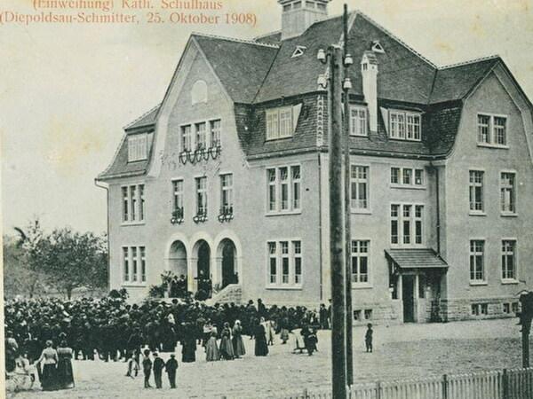 Einweihung Schulhaus im Jahr 1908