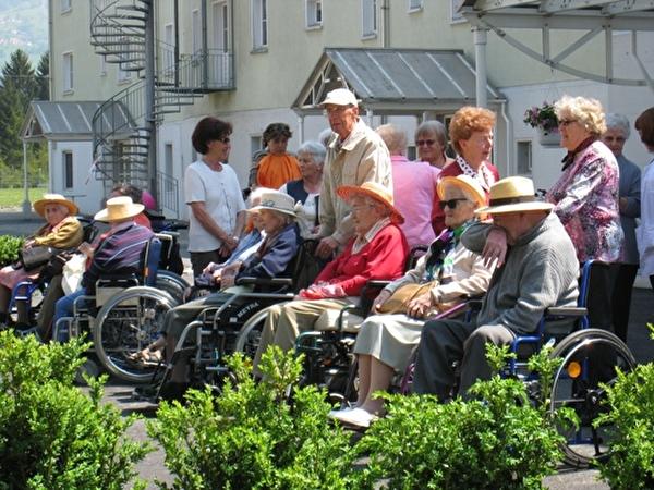 Foto vom Ausflug mit den Rollstuhlfahrerinnen