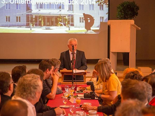 Gemeindepräsident Roland Wälter am Rednerpult