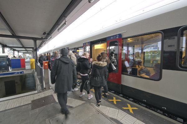 S-Bahn im Bahnhof Dornach-Arlesheim