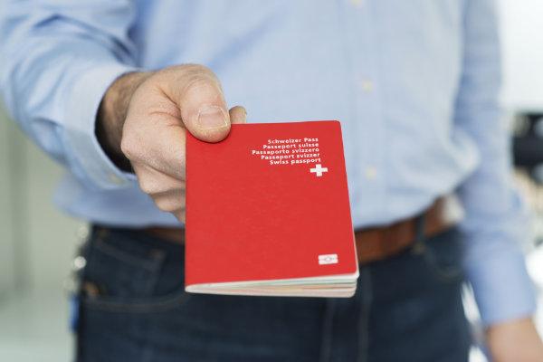 Kombiangebot Pass & ID (Bild: Keystone)