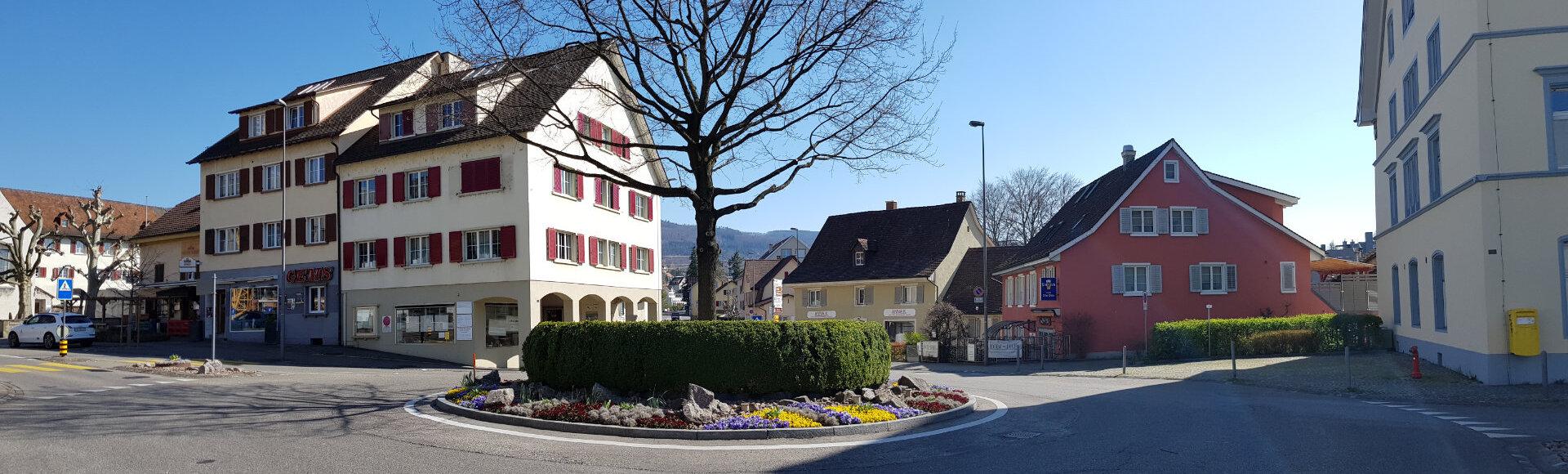 Bild zeigt den Kreisel beim Bahnhof Dornach