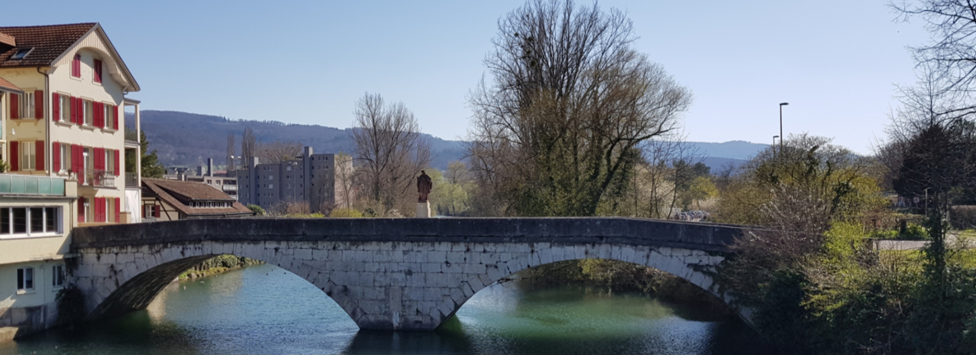 Auf dem Bild sieht man die Nepomukbrücke in Dornach