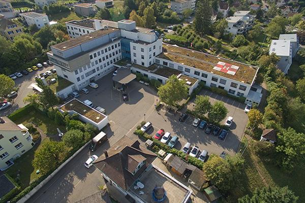 Luftbild des Spitals Dornach