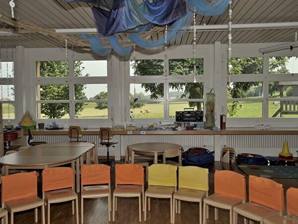 Innenraum des Kindergarten Salenstein mit Stuhlrunde
