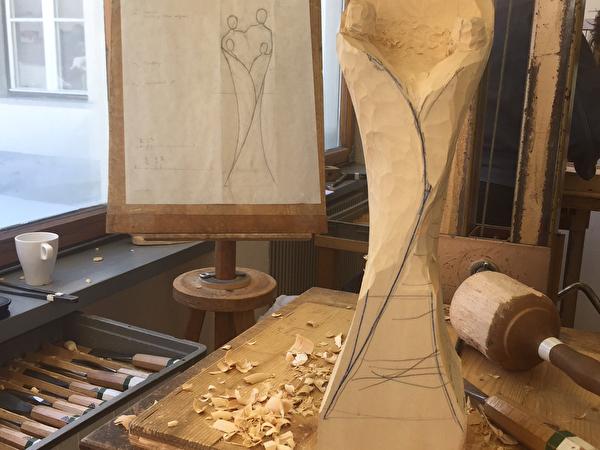 Pascal Manetsch: Skulptur aus Holz