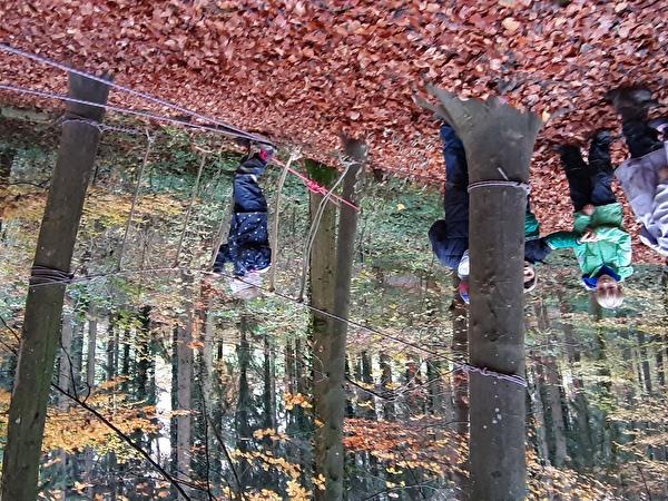 Kindergarten Gom: Herbsttage im Wald