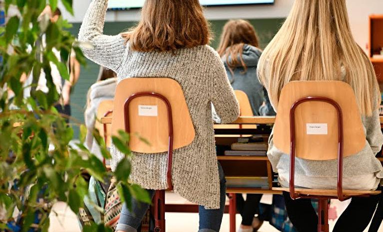 Foto Streckende Schulkinder