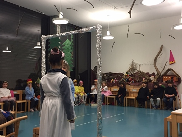 Theater Schneewittchen und die Zwerge im 2019 im Kindergarten Guthirt