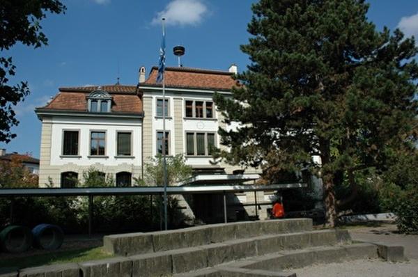 Schulhaus Niederuster Altbau