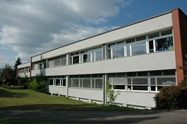 Schulhaus Niederuster